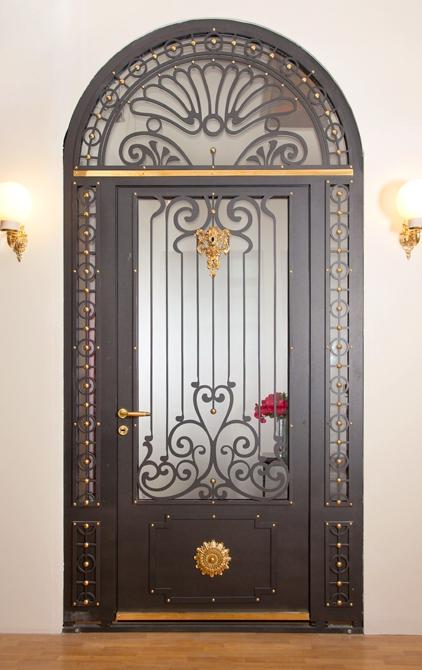 Ușă metalică de exterior Art Nouveau - uși frumoase din metal cu garanție 25 de ani
