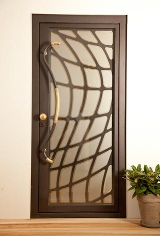 Ușă metalică de exterior Gaudi - uși frumoase din metal cu garanție 25 de ani